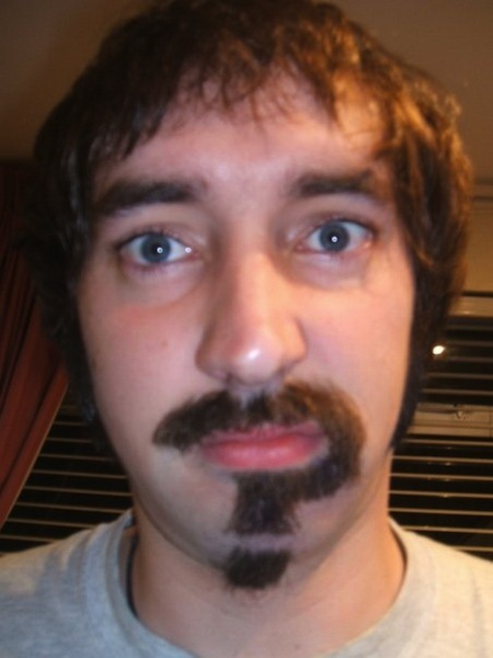 Movember vraagteken snor