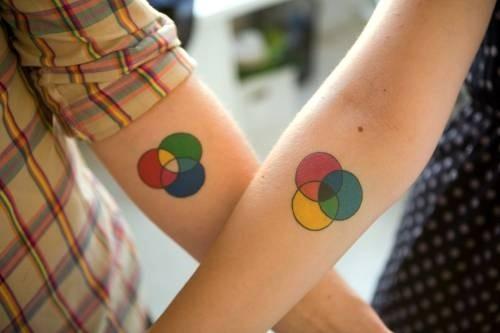Kleuren matching tattoos