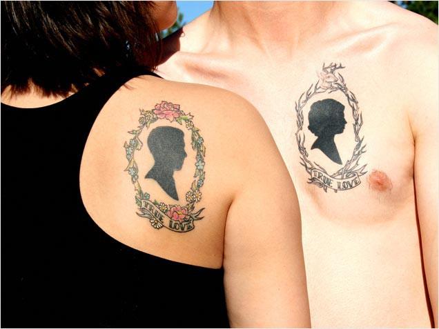 Bij elkaar passende silhouette tattoos