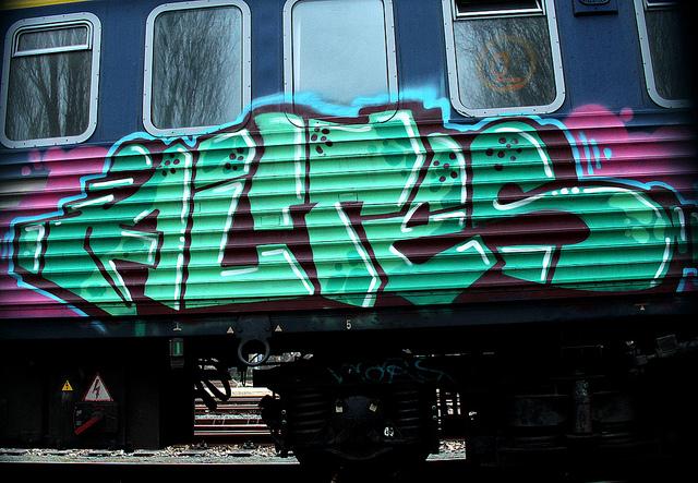 Altes graffiti op treinen van nederlandse spoorwegen