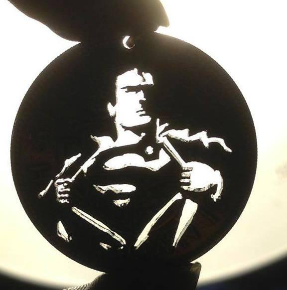 Superman hanger gemaakt van munten