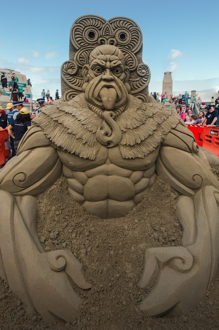 Maori strijder van zand