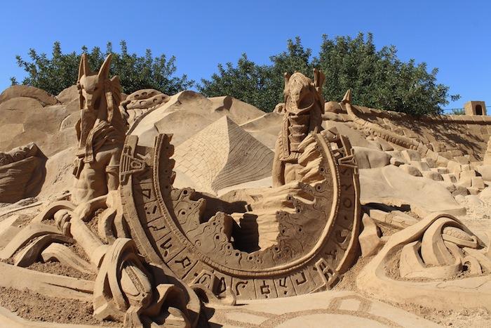 zandsculptuur van Star Gate